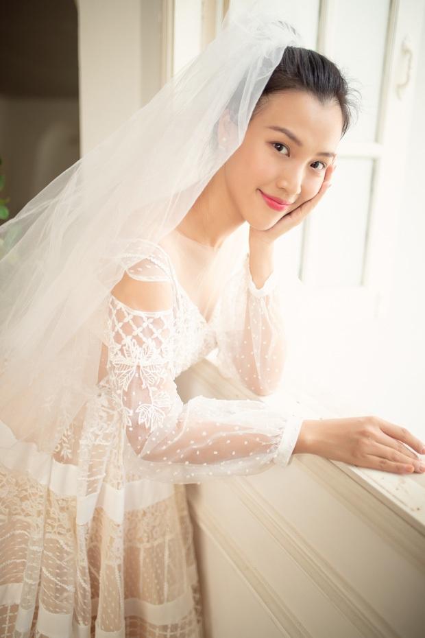 MC Hoàng Oanh khoe thêm ảnh cưới nhắc nhớ màn cầu hôn cực lãng mạn, bối cảnh đẹp tựa truyện cổ tích! - Ảnh 3.