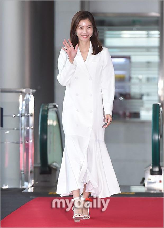 Lễ trao giải Văn hóa Hàn Quốc: Ông bố hai con Bi Rain tái xuất cực phong độ, hầu hết các sao đều chọn trang phục tối màu sau sự ra đi của Goo Hara - Ảnh 6.