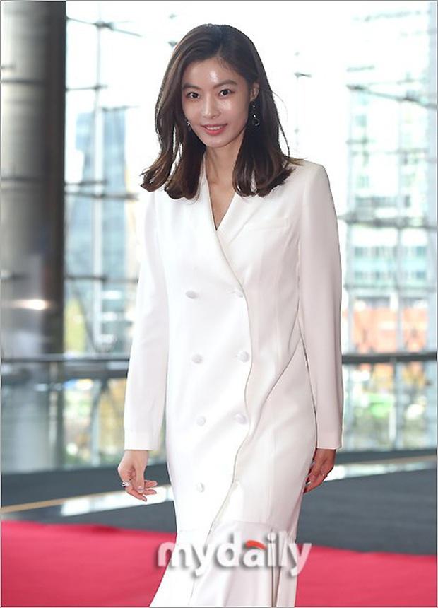 Lễ trao giải Văn hóa Hàn Quốc: Ông bố hai con Bi Rain tái xuất cực phong độ, hầu hết các sao đều chọn trang phục tối màu sau sự ra đi của Goo Hara - Ảnh 7.