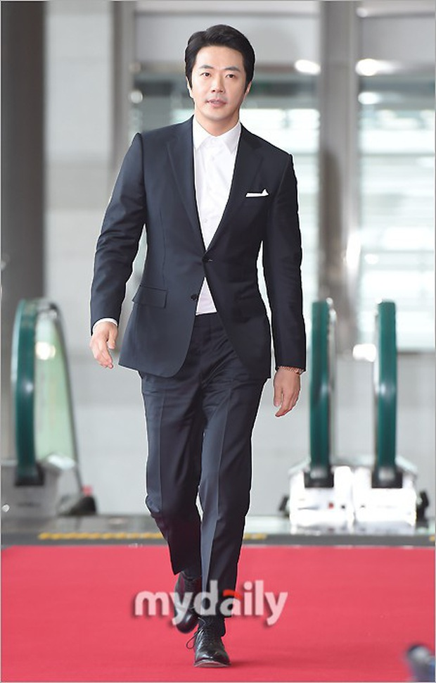 Lễ trao giải Văn hóa Hàn Quốc: Ông bố hai con Bi Rain tái xuất cực phong độ, hầu hết các sao đều chọn trang phục tối màu sau sự ra đi của Goo Hara - Ảnh 8.