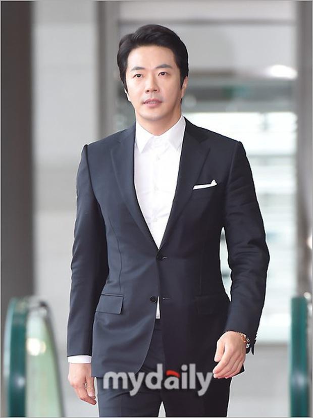 Lễ trao giải Văn hóa Hàn Quốc: Ông bố hai con Bi Rain tái xuất cực phong độ, hầu hết các sao đều chọn trang phục tối màu sau sự ra đi của Goo Hara - Ảnh 9.