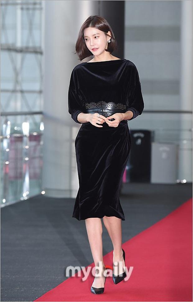 Lễ trao giải Văn hóa Hàn Quốc: Ông bố hai con Bi Rain tái xuất cực phong độ, hầu hết các sao đều chọn trang phục tối màu sau sự ra đi của Goo Hara - Ảnh 10.