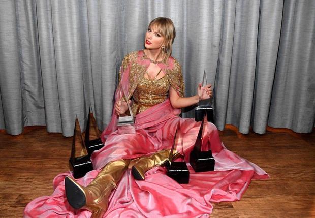 10 năm, 5 album và loạt kỉ lục, chẳng ai có thể phủ nhận Taylor Swift là nghệ sĩ nổi bật nhất trong thập kỉ vừa qua! - Ảnh 16.