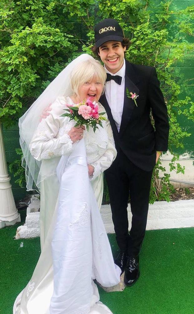 Bị bạn thân cà khịa, anh chàng Youtuber cưới luôn mẹ của bạn để trả thù cho bõ tức - Ảnh 2.