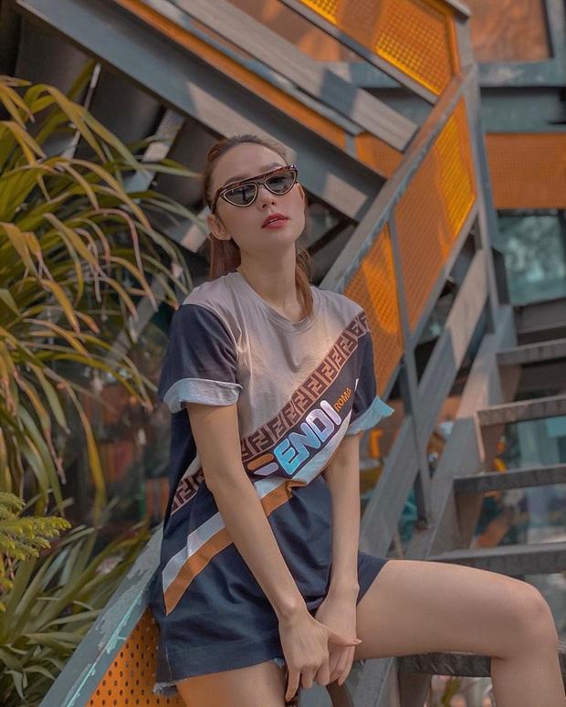 Street style sao Việt tuần qua: Ngọc Trinh thời trang phang thời tiết, Sĩ Thanh lên đồ đơn giản nhưng sang hơn mấy chân kính - Ảnh 9.