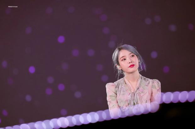 IU trong đêm concert vào ngày Goo Hara qua đời: Cuộc sống này thật khó khăn nhưng hãy mạnh mẽ lên, chúng ta cần phải sống tiếp - Ảnh 1.