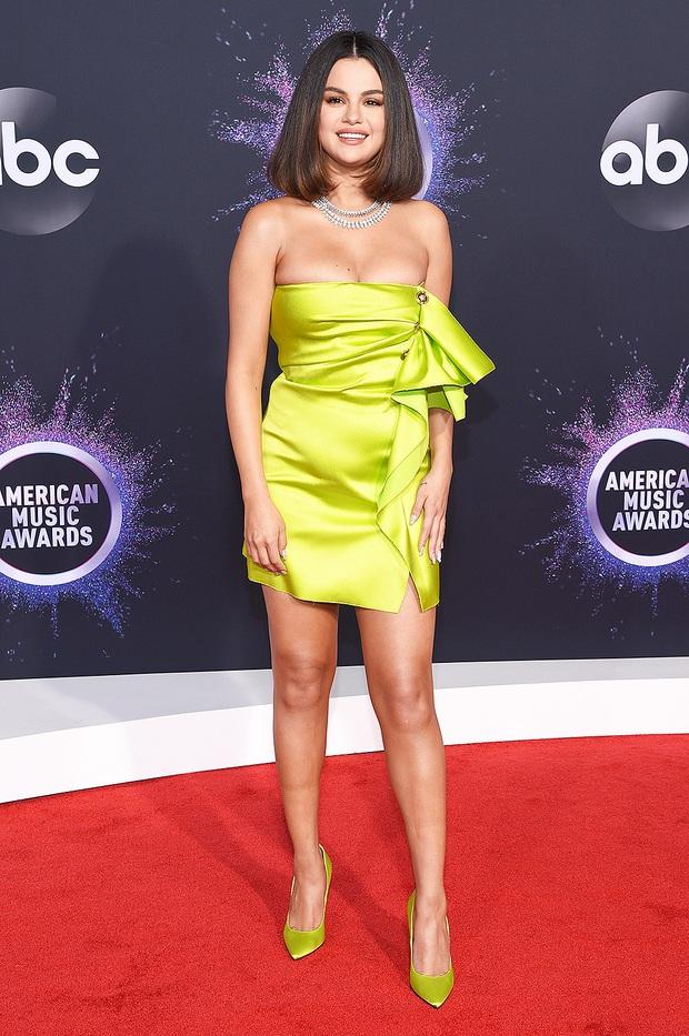 Dàn sao lên đồ xuất sắc nhất AMAs 2019: Selena Gomez chiếm spotlight nhưng bất ngờ nhất là màn chặt đẹp nhiều đàn chị của ngôi sao Netflix - Ảnh 1.