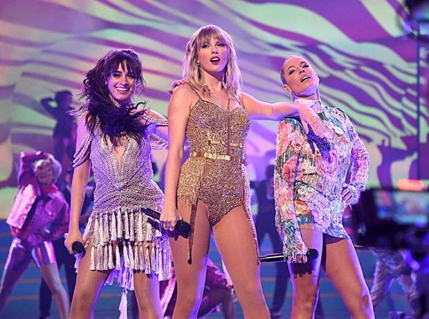 Taylor Swift diễn medley loạt hit lớn trong sự nghiệp, mở đầu bằng The Man, tiện thể rủ Camila và Halsey lập girlgroup dằn mặt Scooter Braun? - Ảnh 5.