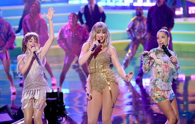 Taylor Swift diễn medley loạt hit lớn trong sự nghiệp, mở đầu bằng The Man, tiện thể rủ Camila và Halsey lập girlgroup dằn mặt Scooter Braun? - Ảnh 6.