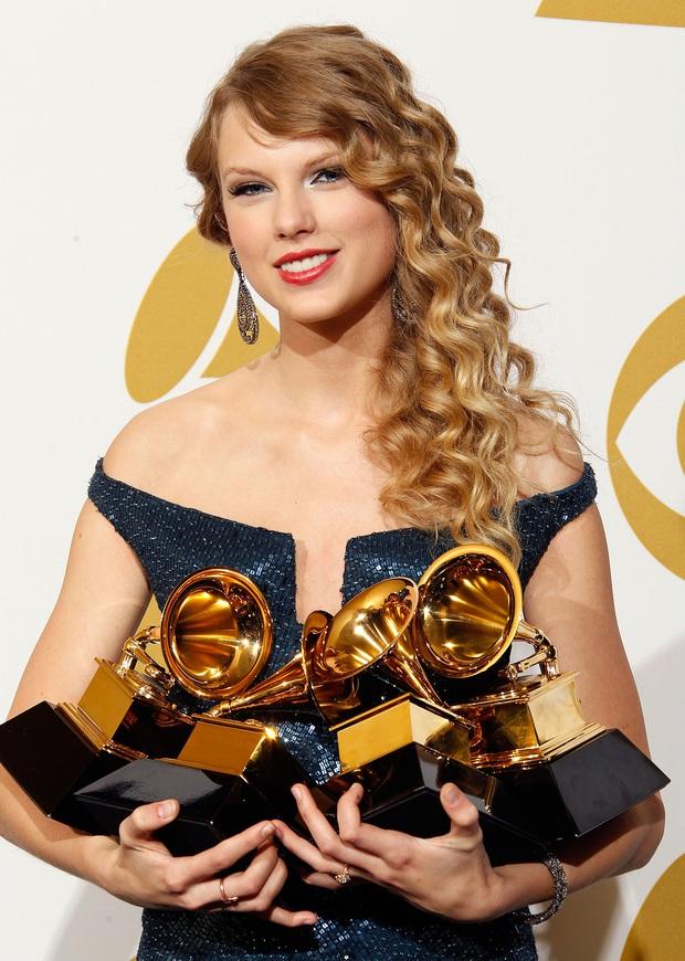 10 năm, 5 album và loạt kỉ lục, chẳng ai có thể phủ nhận Taylor Swift là nghệ sĩ nổi bật nhất trong thập kỉ vừa qua! - Ảnh 2.