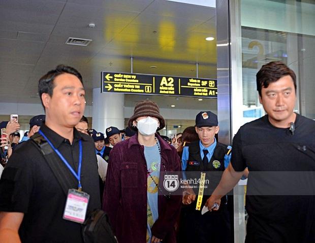 """Vừa đến Hà Nội, quản lý rapper Zico đã xếp hàng đi mua trà sữa và xoài, fan nhao nhao: """"Để em mua cho Zico anh ơi!"""" - Ảnh 4."""