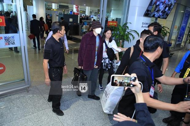 """Vừa đến Hà Nội, quản lý rapper Zico đã xếp hàng đi mua trà sữa và xoài, fan nhao nhao: """"Để em mua cho Zico anh ơi!"""" - Ảnh 2."""