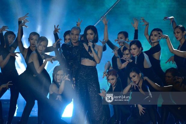 Bích Phương trình diễn... Lets Đu Đưa, vừa hát live vừa nhảy lại có giải mang về, ghi điểm tuyệt đối tại AAA 2019! - Ảnh 6.