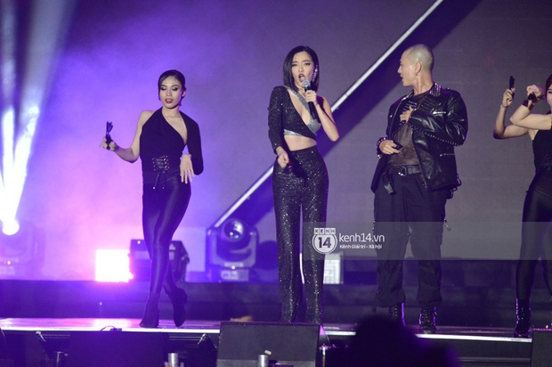 Bích Phương trình diễn... Lets Đu Đưa, vừa hát live vừa nhảy lại có giải mang về, ghi điểm tuyệt đối tại AAA 2019! - Ảnh 7.