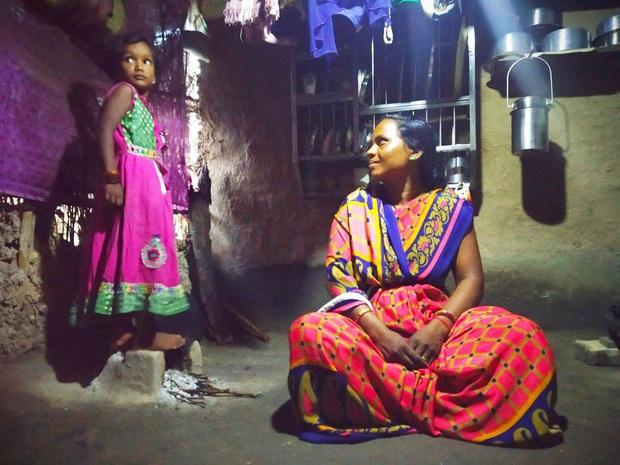 Thảm họa dân nghèo tự tử hàng loạt tại Ấn Độ: Phận góa phụ mất chồng, tuyệt vọng giữa nạn lạm dụng tình dục mà không được bảo vệ - Ảnh 1.