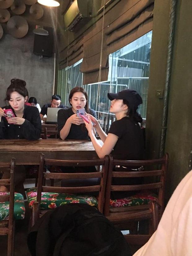 MOMOLAND - Red Velvet tranh thủ ăn hàng, NUEST - DONGKIDZ gia nhập binh đoàn sao Hàn ăn vặt trước khi diễn AAA 2019 - Ảnh 3.