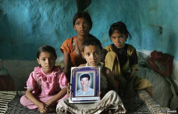 Thảm họa dân nghèo tự tử hàng loạt tại Ấn Độ: Phận góa phụ mất chồng, tuyệt vọng giữa nạn lạm dụng tình dục mà không được bảo vệ - Ảnh 5.