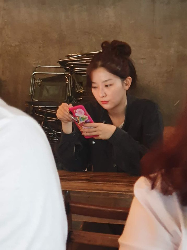 MOMOLAND - Red Velvet tranh thủ ăn hàng, NUEST - DONGKIDZ gia nhập binh đoàn sao Hàn ăn vặt trước khi diễn AAA 2019 - Ảnh 4.