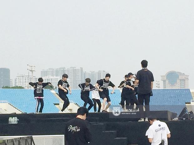 JYP thông báo thành viên Stray Kids gặp chấn thương khi tổng duyệt cho AAA 2019, sẽ không thể trình diễn vũ đạo vào tối nay - Ảnh 2.