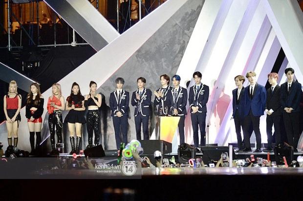 AAA 2019 gây tranh cãi về giải thưởng như thông lệ: BTS trắng tay khó hiểu, nhiều Daesang bất thường kèm hàng loạt tên giải... không hiểu là gì - Ảnh 1.