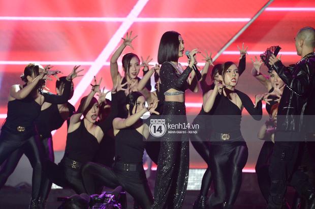 Kinh ngạc fanchant dành cho Đi Đu Đưa Đi của Bích Phương tại AAA 2019: Khi tất cả fandom Kpop hoà chung một nhịp cổ vũ nghệ sĩ Việt - Ảnh 3.
