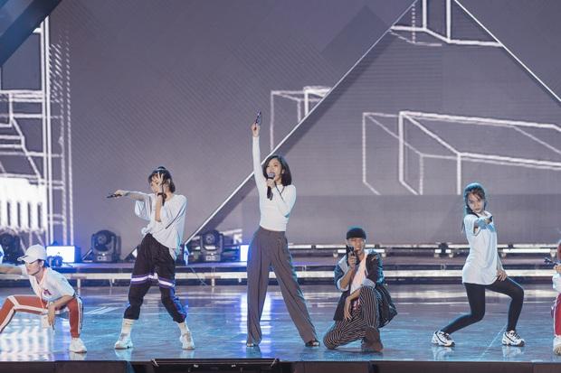 Rò rỉ tin đồn: TWICE sẽ hát tiếng Việt, Bích Phương có màn collab với nghệ sĩ Hàn tại AAA 2019? - Ảnh 11.