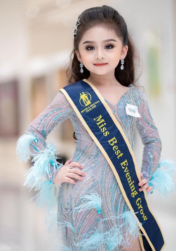 Hoa hậu nhí Thái Lan gây sốt Weibo: Chỉ mới 6 tuổi nhưng nhan sắc, thần thái được ví là Tiểu Baifern - Ảnh 4.