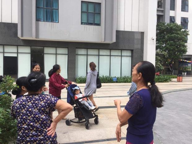 Nhân chứng vụ bé gái 11 tuổi rơi từ tầng 39 chung cư xuống đất tử vong: Người bố đau đớn, ngồi thất thần trước thi thể con - Ảnh 4.