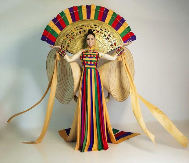 Bánh mì, Nàng Mây, Cà phê phin... Trang phục dân tộc nào ấn tượng nhất khi đi thi Miss Universe? - Ảnh 3.