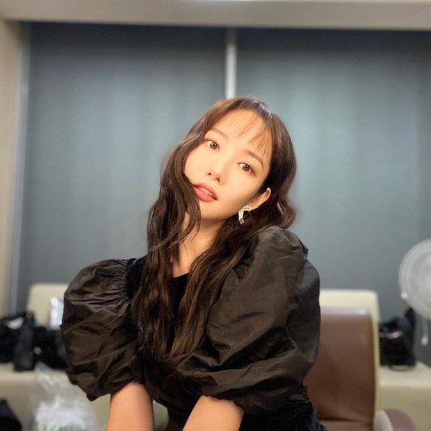 Park Min Young, Park Shin Hye... hay cả Han Ji Won đã ngoài 40: Tất cả những nàng có tuổi của Hàn đều đang hồi xuân nhan sắc nhờ tóc mái lưa thưa  - Ảnh 1.