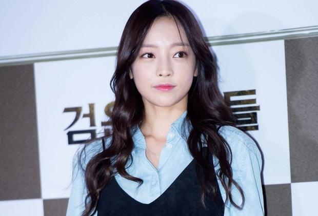 Goo Hara chính là người chủ động liên lạc phóng viên, lôi vụ chat sex của Jung Joon Young ra ánh sáng - Ảnh 1.