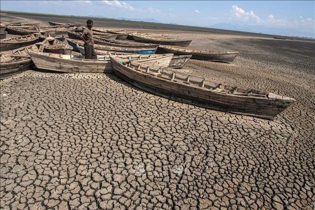LHQ cảnh báo nguy cơ thế giới không thực hiện được mục tiêu hạn chế nhiệt độ Trái Đất ở mức 1,5 độ C  - Ảnh 1.