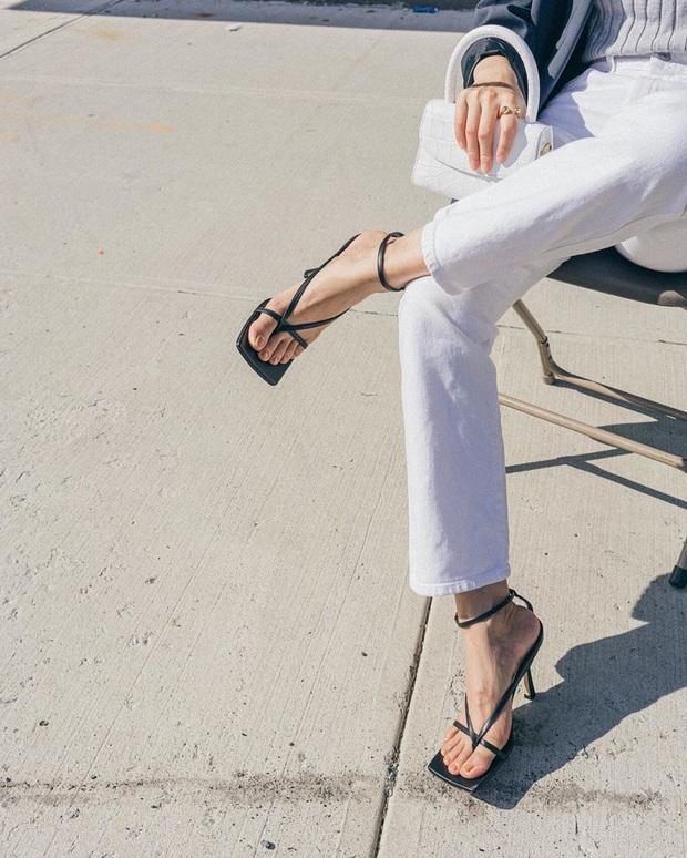 Chọn giày hack dáng, bạn không cần tham giày cao chót vót vì có 3 kiểu gót thấp nhưng lại tạo hiệu ứng kéo chân dài vô đối - Ảnh 12.