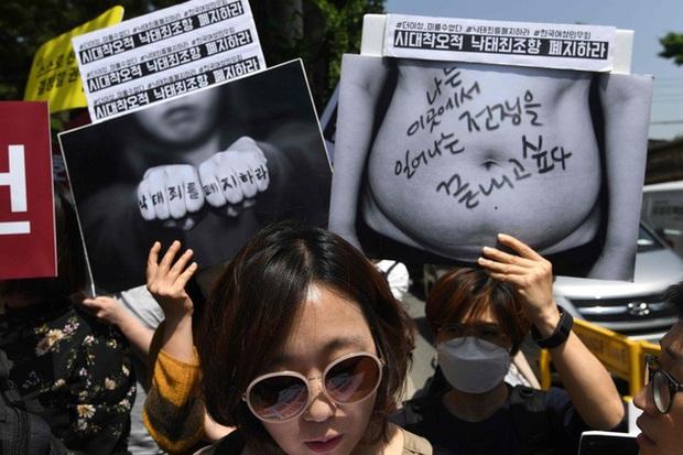 """Nỗi khổ của phụ nữ Hàn Quốc với luật cấm phá thai: Chưa chồng mà chửa sẽ bị kì thị suốt đời, mạo hiểm tính mạng để đi nạo phá thai """"chui"""" - Ảnh 4."""