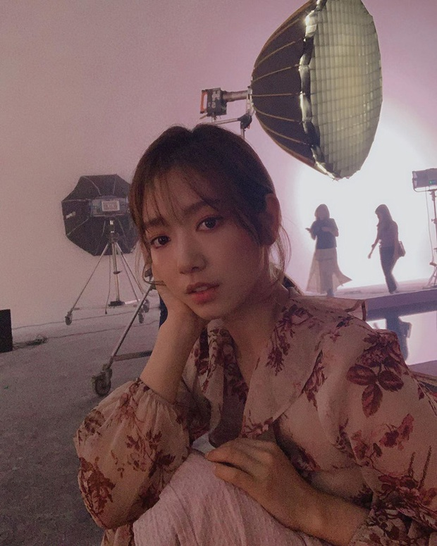 Park Min Young, Park Shin Hye... hay cả Han Ji Won đã ngoài 40: Tất cả những nàng có tuổi của Hàn đều đang hồi xuân nhan sắc nhờ tóc mái lưa thưa  - Ảnh 8.