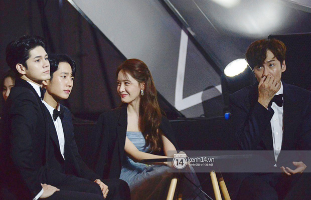 Khoảnh khắc cực phẩm ở hàng ghế nghệ sĩ AAA: Park Min Young - Ji Chang Wook đọ góc nghiêng, Yoona một mình cân cả dàn tài tử và idol - Ảnh 3.