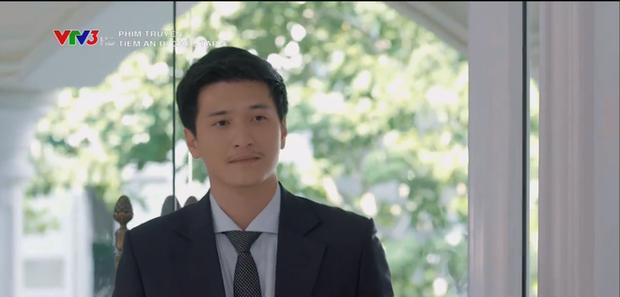 Huỳnh Anh điển trai như tổng tài xuất hiện cứu nguy cuộc đời của bạn gái cũ ở Tiệm Ăn Dì Ghẻ tập 4 - Ảnh 1.