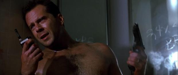 10 sự cố kinh hoàng trên phim trường: Thành Long nứt hộp sọ, con trai Lý Tiểu Long bị bắn chết - Ảnh 5.