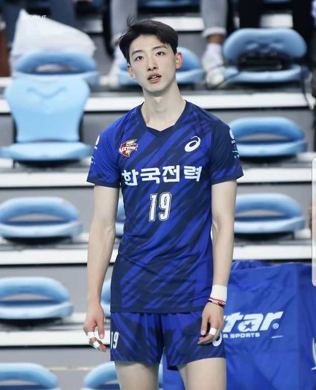 Thời đại trai xinh gái đẹp có khác, đến vận động viên bóng chuyền cũng sáng láng y idol Kpop vậy! - Ảnh 1.