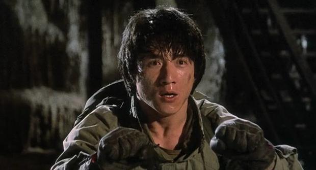 10 sự cố kinh hoàng trên phim trường: Thành Long nứt hộp sọ, con trai Lý Tiểu Long bị bắn chết - Ảnh 1.