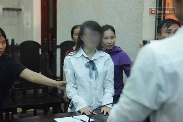 """Bị tuyên án 20 năm tù giam, mẹ nữ sinh giao gà liên tục hét lớn: """"Tôi bị oan"""" - Ảnh 20."""