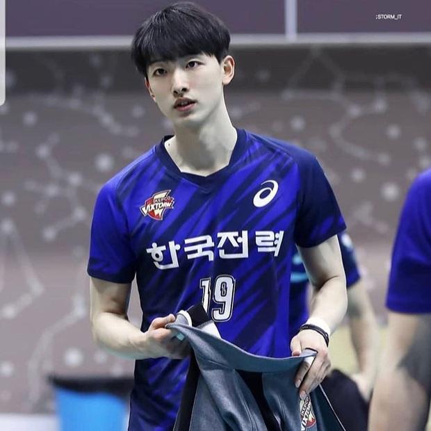 Thời đại trai xinh gái đẹp có khác, đến vận động viên bóng chuyền cũng sáng láng y idol Kpop vậy! - Ảnh 5.