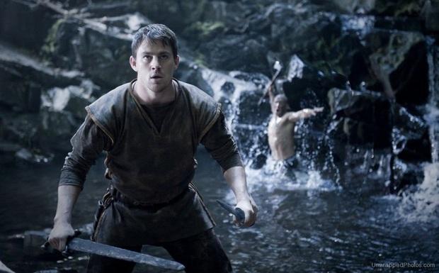 10 sự cố kinh hoàng trên phim trường: Thành Long nứt hộp sọ, con trai Lý Tiểu Long bị bắn chết - Ảnh 4.