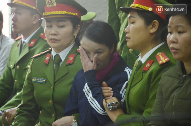 Kết thúc phiên xử buổi sáng vụ mẹ nữ sinh giao gà cùng đồng phạm: Vì Thị Thu phản cung, bà Hiền nói mình bị oan - Ảnh 18.