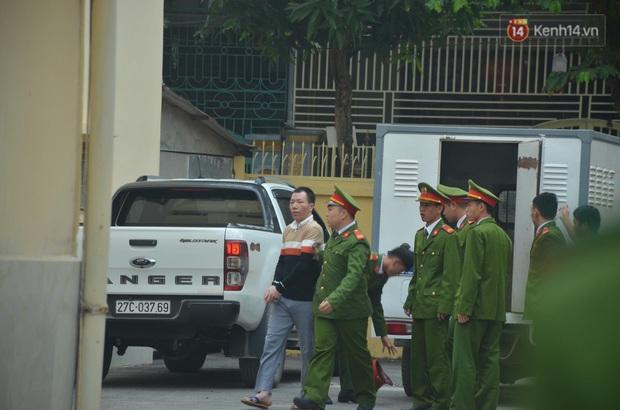 Kết thúc phiên xử buổi sáng vụ mẹ nữ sinh giao gà cùng đồng phạm: Vì Thị Thu phản cung, bà Hiền nói mình bị oan - Ảnh 6.