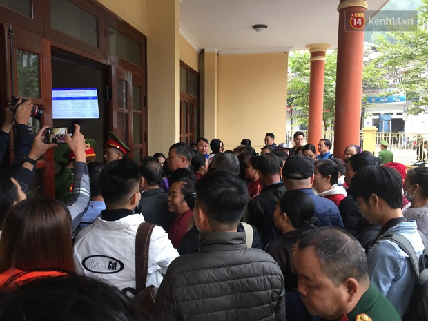 Kết thúc phiên xử buổi sáng vụ mẹ nữ sinh giao gà cùng đồng phạm: Vì Thị Thu phản cung, bà Hiền nói mình bị oan - Ảnh 8.