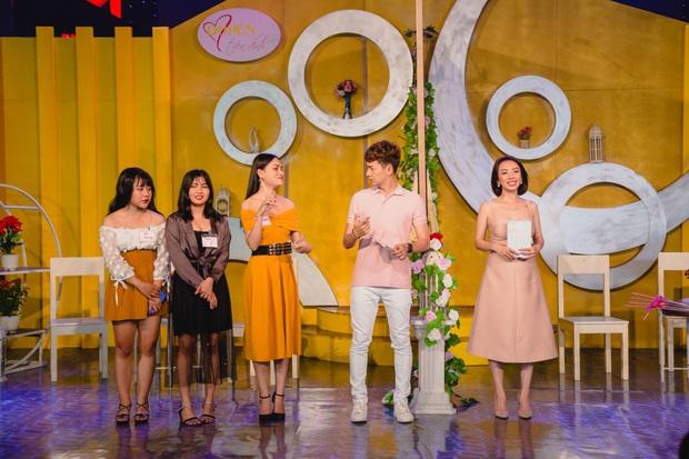 Thu Trang khéo léo khoe vòng 1 gợi cảm, vóc dáng tươi trẻ bên Ngô Kiến Huy - Ảnh 3.