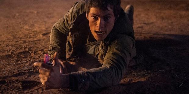 10 sự cố kinh hoàng trên phim trường: Thành Long nứt hộp sọ, con trai Lý Tiểu Long bị bắn chết - Ảnh 6.