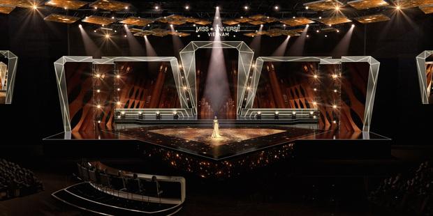 Chính thức hé lộ sân khấu chung kết Hoa hậu Hoàn vũ Việt Nam: Lần đầu tiên xuất hiện đường catwalk dài 60m chuẩn quốc tế! - Ảnh 2.