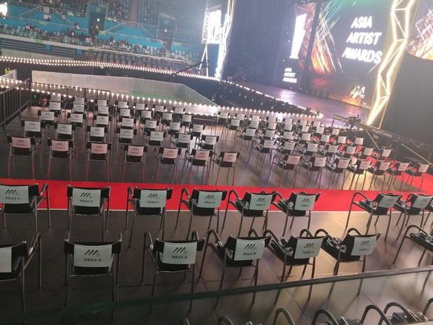 Góc khuất lễ trao giải tầm cỡ quy tụ 100 sao AAA 2019: 1001 phốt, BTC Hàn-Việt đổ lỗi lẫn nhau và chỉ có fan chịu thiệt - Ảnh 13.